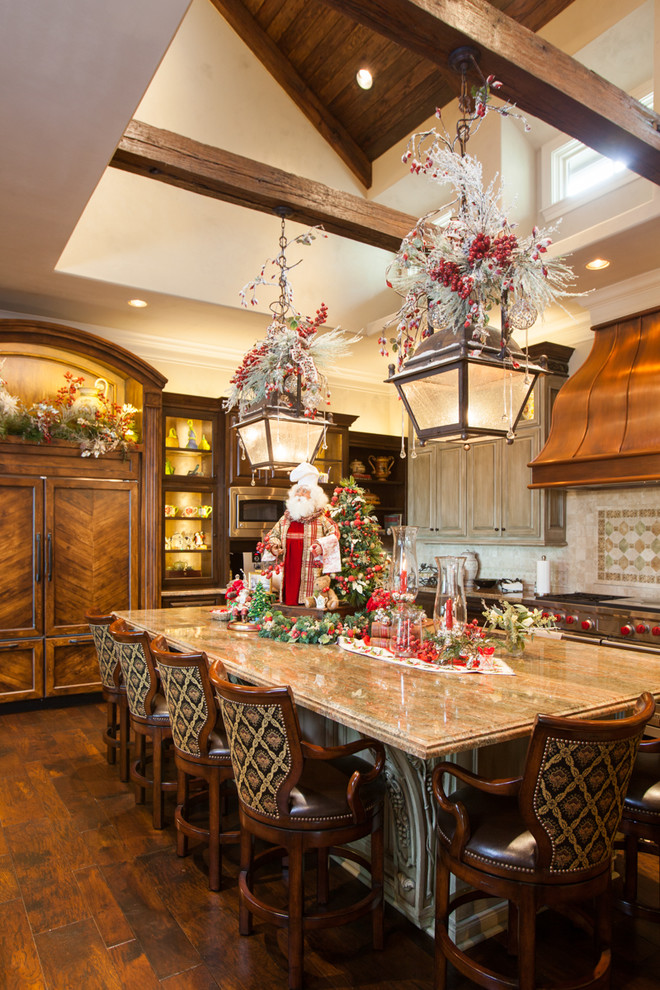 Traditional Dining Decoration
