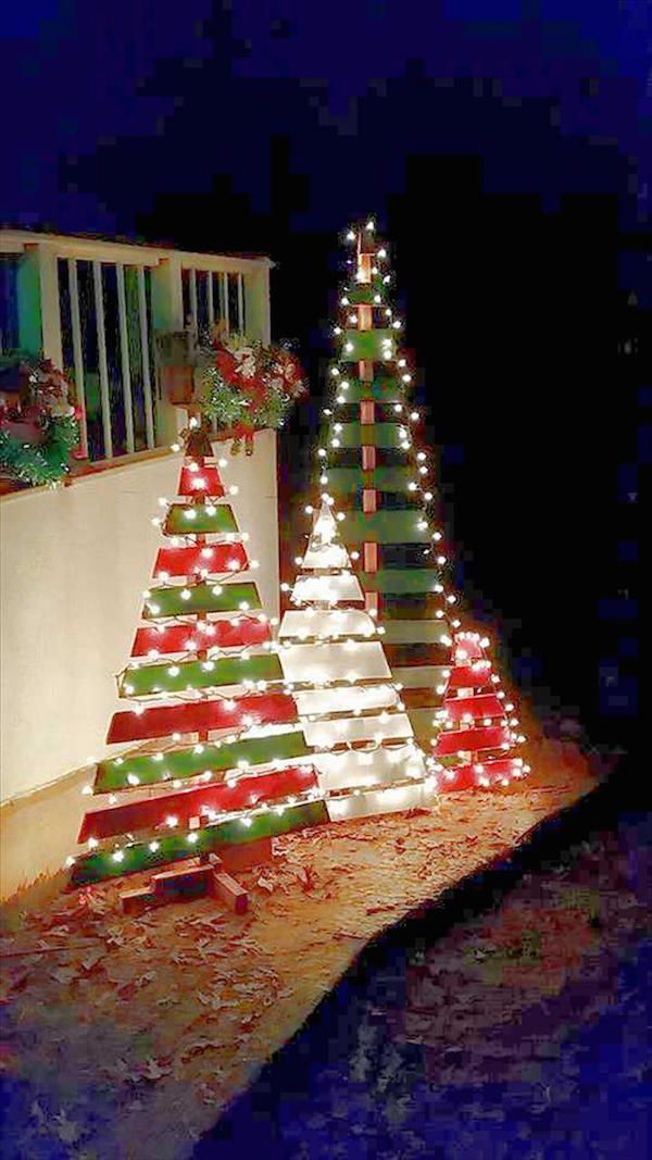 Diy Outdoor Wooden Pallet Christmas Trees Dwellingdecor