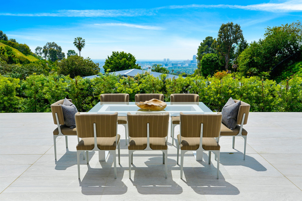 Contemporary House Outdoor Dining dwelligdecor