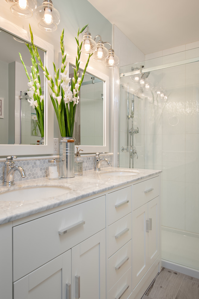 Small Bathroom With Small Light Bulbs Dwellingdecor