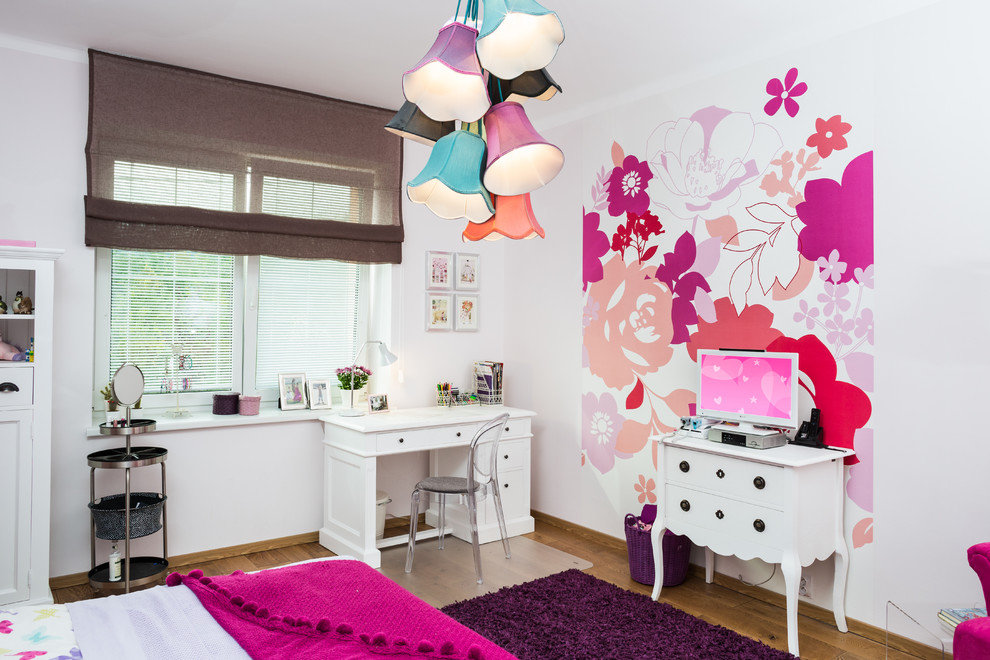 Kids Bedromm With Cute Floral Pendant Lights