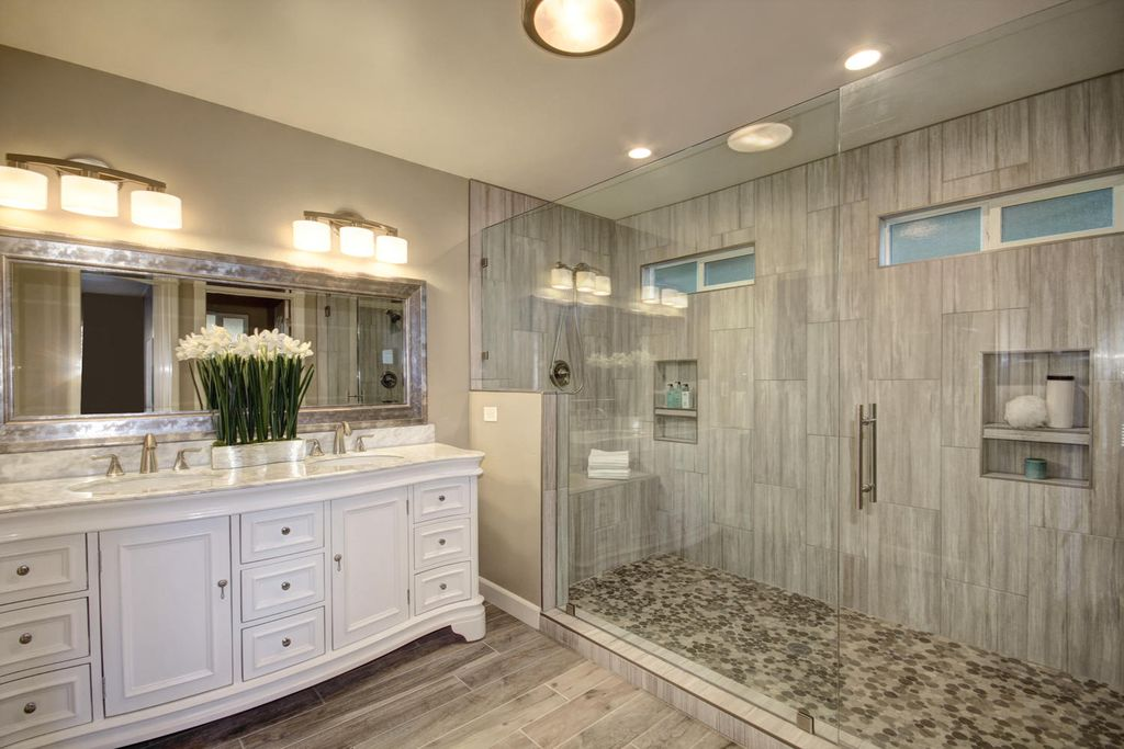 Master Bathroom Luxurious Design with Granite and Marble